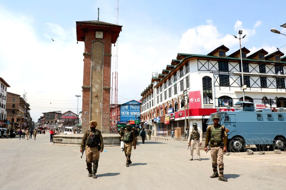Srinagar: Security personnel enforce restrictions imposed by authorities in Srinagar's  Lal Chowk and adjacent areas to prevent the JKLF called funeral prayers in absentia of Amanullah Khan who died in Pakistan on April 27, 2016.