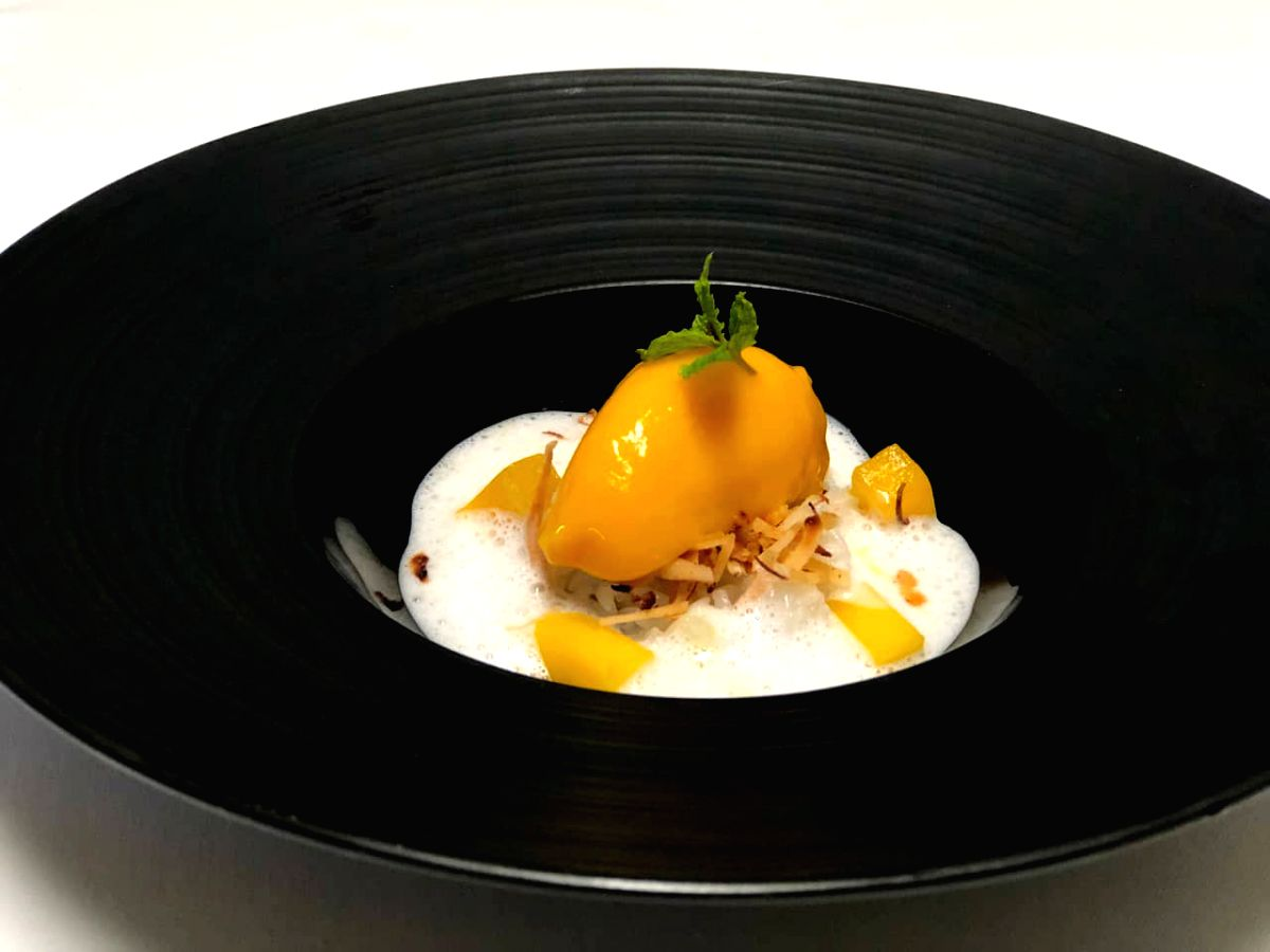 Look at that...so very inviting! Who says only Jalebis and Laddus will make Indian festivals brighter. Try this mango sorbet with sticky rice pudding this time!