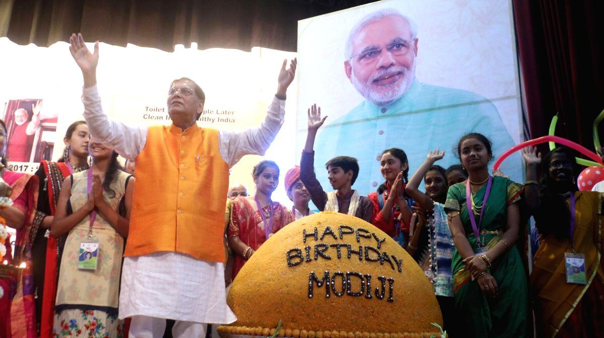 Bindeshwar Pathak celebrates PM Modi's birth day - Narendra Modi and Bindeshwar Pathak