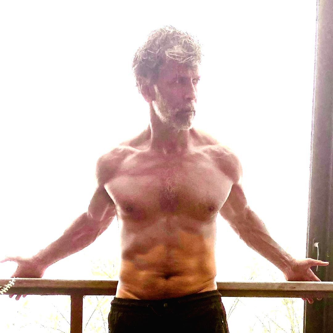 Super-fit Milind Soman flaunts shitless beef in new post