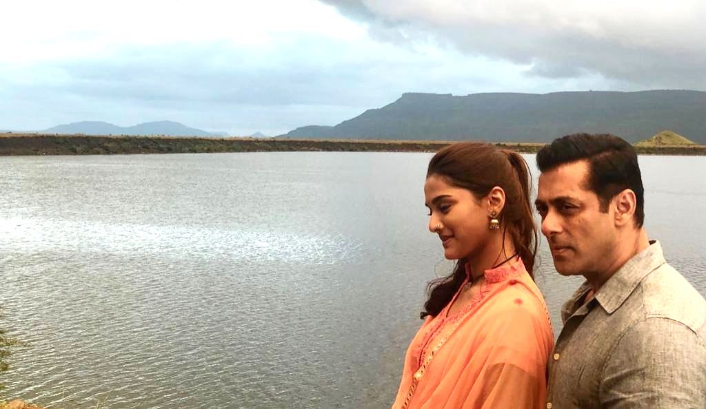 """Superstar Salman Khan's latest photo with newcomer Saiee M Manjrekar from the set of their upcoming film """"Dabangg 3"""" has got netizens excited. Salman took to Instagram to post an image of the two with a water body in the background. """"On location #dab"""