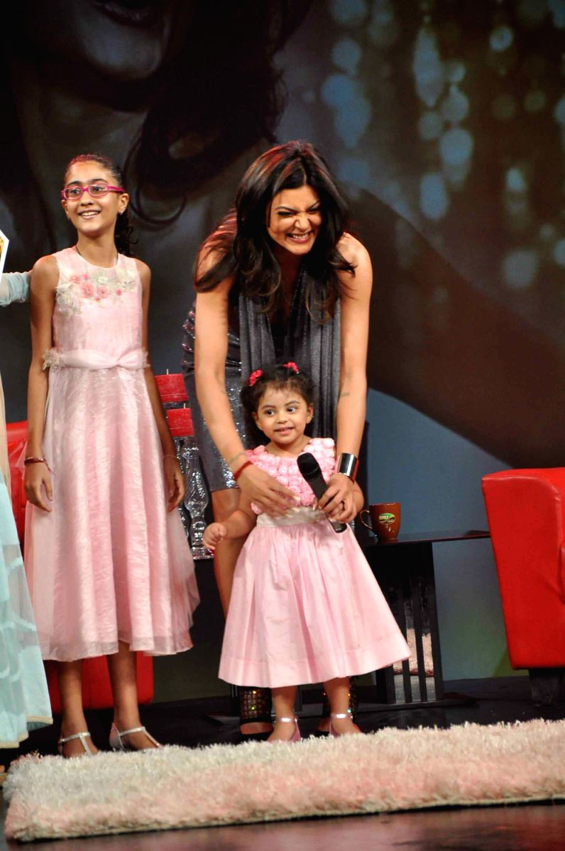 Sushmita Sen with her two adorable daughters. They make a fantastic trio, don't you think?