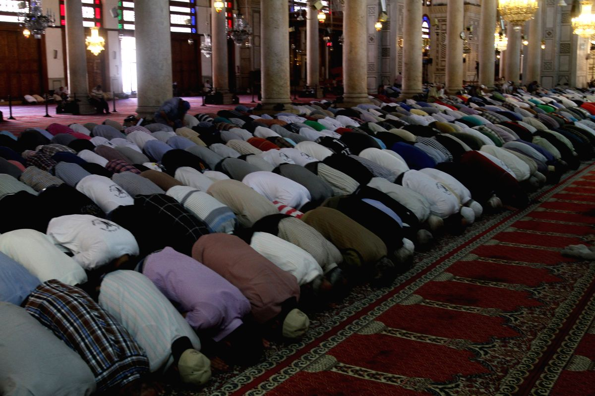 Syria reopens mosques for Friday prayers amid COVID-19 epidemic