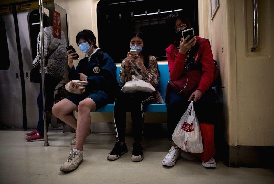 Taiwan bans eating on public transportation