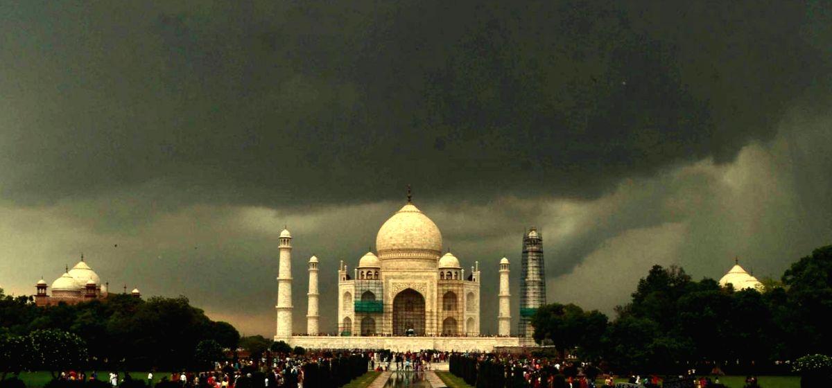 Taj Mahal in grandeur