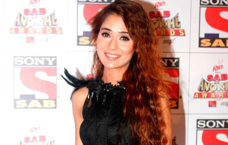 Television actor Sara Khan