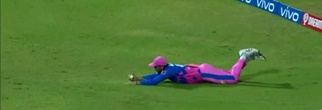Tewatia's sensational catch denies Rahul a century. (Credit : BCCI/IPL) (Strictly not for Sale)