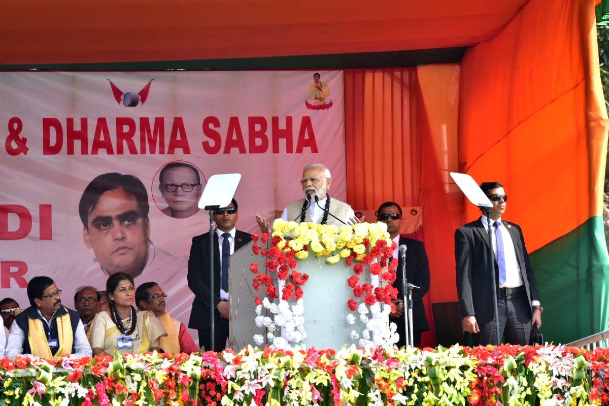 Thakurnagar: Prime Minister and BJP leader Narendra Modi addresses a public meeting in Thakurnagar of North 24 Parganas district, West Bengal, on Feb 2, 2019.