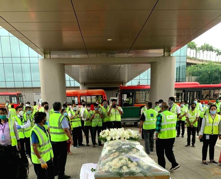 The body of Air India pilot Capt. Deepak V. Sathe arrived at Mumbai Airport