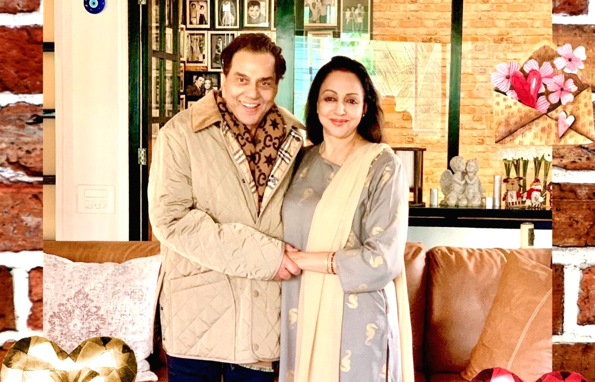 Dharmendra, Hema Malini's latest pictures leave fans awestruck