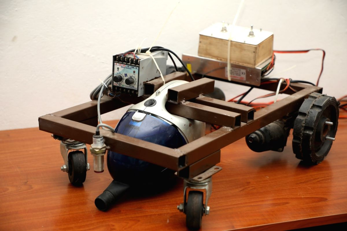 This low-cost portable machine grabs plastic bags.