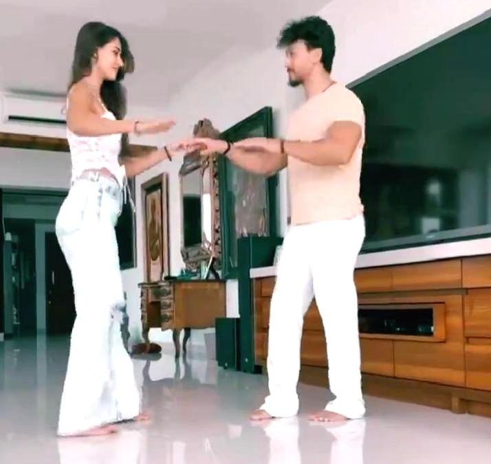 Tiger Shroff posts video dancing with Disha Patani on her birthday(Photo:Instagram)