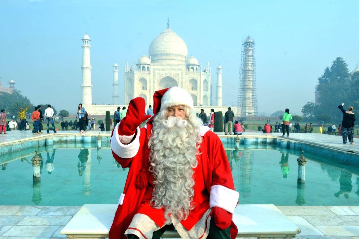 Santa at the Taj Mahal