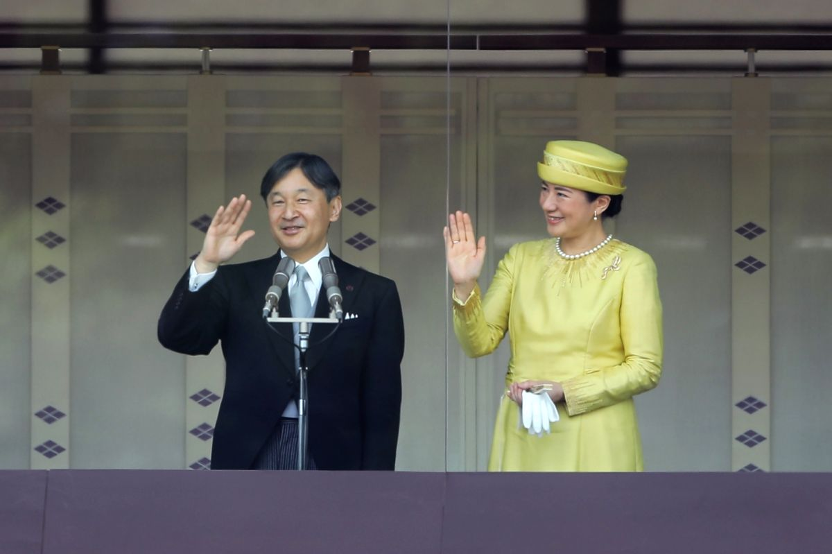 TOKYO, May 4, 2019 (Xinhua) -- Japan's Emperor Naruhito and Empress Masako greet to the public from the balcony of the Imperial Palace in Tokyo, Japan, on May 4, 2019. (Xinhua/Du Xiaoyi/IANS)