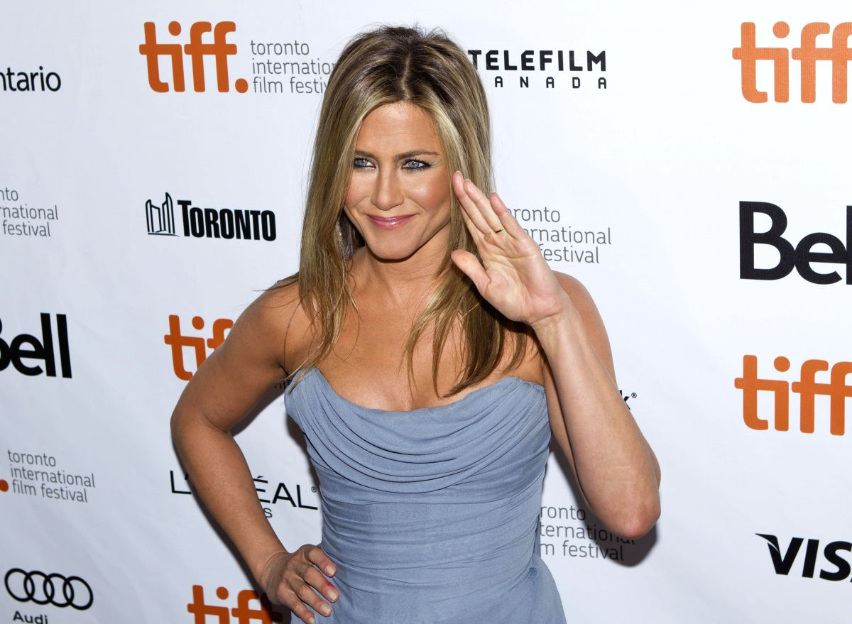 """TORONTO, Sep. 15, 2013 (Xinhua) -- Actress Jennifer Aniston attends the world premiere of the closing film """"Life of Crime"""" at Roy Thomson Hall during the 38th Toronto International Film Festival in Toronto, Canada, Sept. 14, 2013. (Xinhua/Zou Zheng)"""