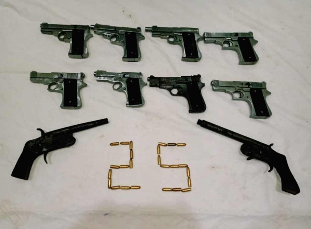 Two Arms traffickers arrested, 10 pistols seized.