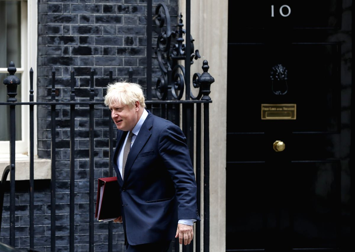 UK PM announces tightening of social distancing rules
