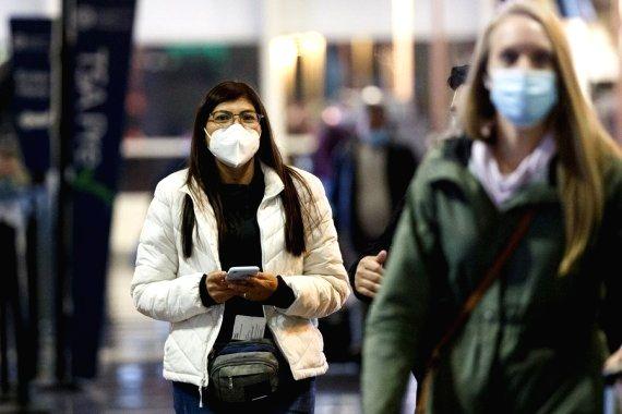 US makes masks on public transport mandatory