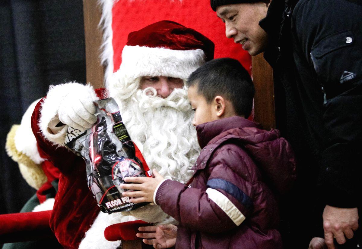Santa is a Star Wars fan too !!