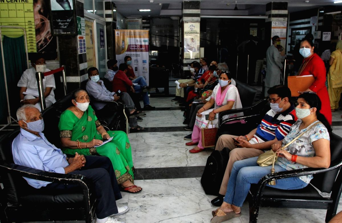 Vax Phase-III: Beneficiaries turn out in large numbers to get jab. Photo:Wasim Sarvar/IANS). Photo:Wasim Sarvar/IANS)