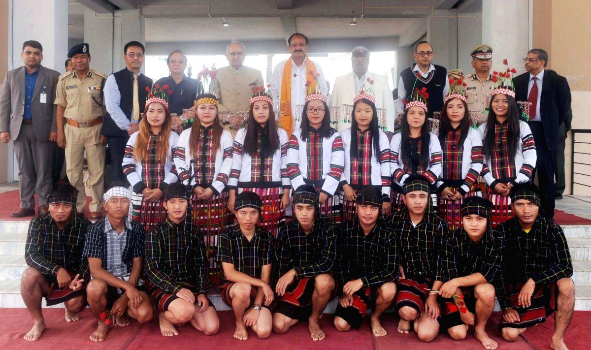 Vice President M. Venkaiah Naidu, Mizoram Governor Lt. Gen. (Retd.) Nirbhay Sharma, Mizoram Chief Minister Lal Thanhawla and other dignitaries with students at Mizoram University, in Aizawl ...