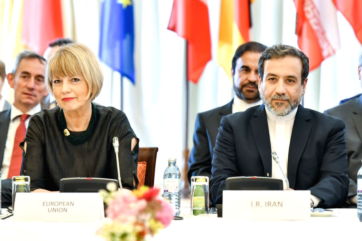 VIENNA, July 19, 2016 (Xinhua) -- Helga Schmid (L, Front), Deputy Secretary General for Political Affairs of the European External Action Service, and Iranian Deputy Foreign Minister Abbas Araqchi (R, Front) attend a meeting of the Joint Commission u
