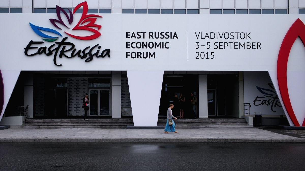 VLADIVOSTOK, Aug. 25, 2015 (Xinhua) -- A woman walks past the main site of the 2015 Eastern Economic Forum in Russia's Far East city Vladivostok, on Aug. 25, 2015. The 2015 Eastern Economic Forum (EEF) will kick off here on Sept. 3, 2015. The EEF was