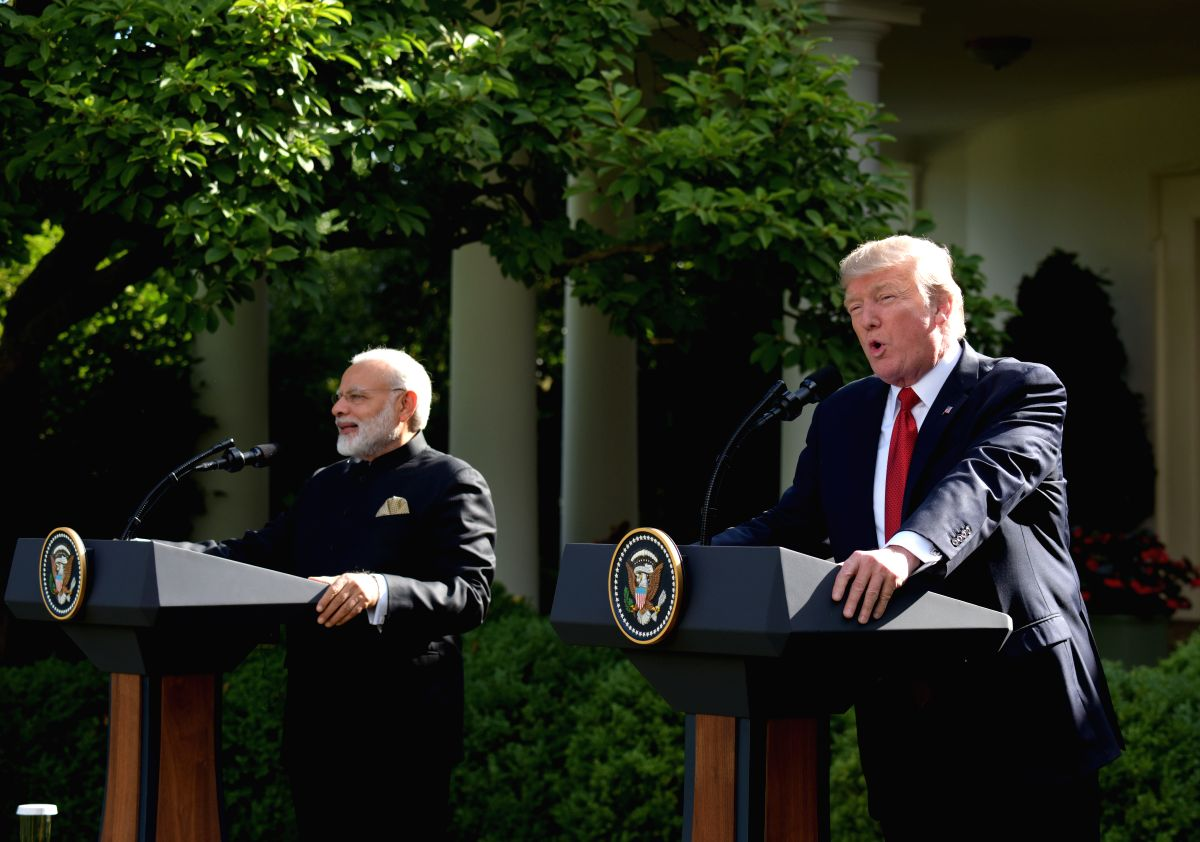 WASHINGTON, June 27, 2017 (Xinhua) -- U.S. President Donald Trump (R) and Indian Prime Minister Narendra Modi give joint statements at the White House in Washington D.C., the United States, June 26, 2017. U.S. President Donald Trump held talks with v