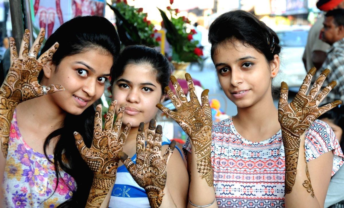 Henna can give your hands an instant makeover from dull to dashing. It makes every girl feel like a princess.