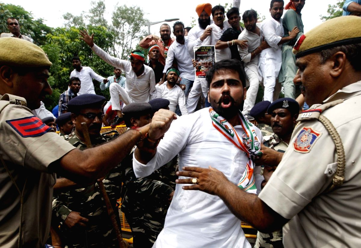 Youth Cong to protest against SPG withdrawal of Gandhi family.