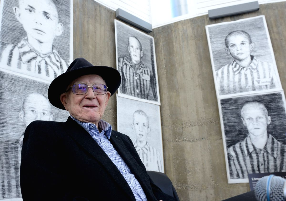 ZAGREB, Jan. 26, 2016 (Xinhua)-- The producer of the Oscar Award film Schindler List, Branko Lustig attends the news conference for the exhibition Drawing Against Oblivion in Zagreb, capital of Croatia, Jan. 26, 2016. The exhibition of works by Austr