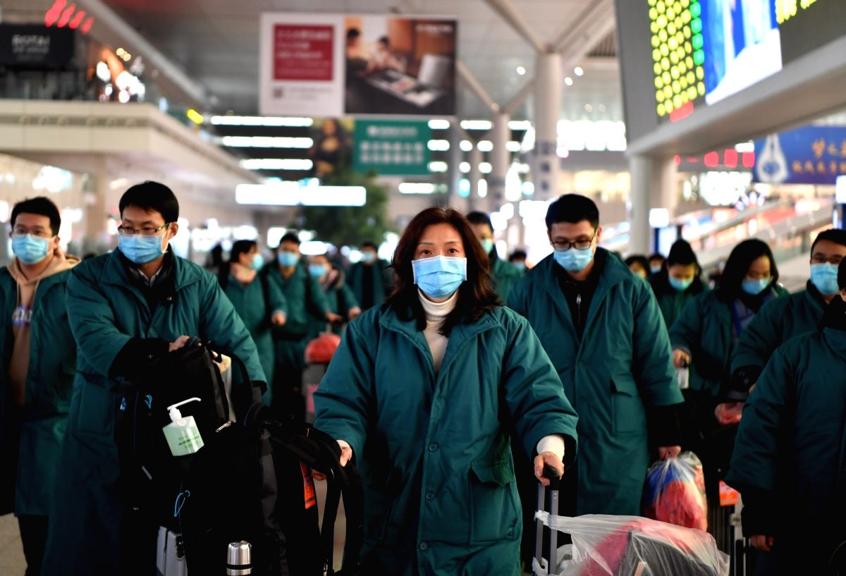 ZHENGZHOU, Jan. 26, 2020 (Xinhua) -- Members of a medical team prepare to board a train at Zhengzhou East railway station in Zhengzhou, central China's Henan Province, on Jan. 26, 2020. A team comprised of 137 members from five medical institutions i