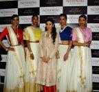 Mumbai: Karishma Kapoor unveils Sunita Shekhawat's Jewellery