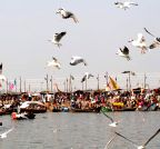 Allahabad: Devotees at Sangam