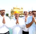 Amritsar: Thawar Chand Gehlot at Golden Temple