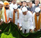 Nitish Kumar visits Masjid Hazrat Mulla Mitan