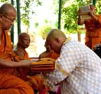 Buddhists from Thailand arrive at Mahabodhi temple