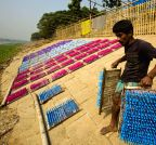 Dhaka (Bangladesh): A worker at a balloon factory