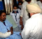 Amarinder Singh meets the people injured in Dinanagar terrorist attack