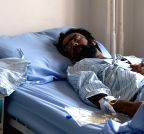 Kabul (Afghanistan): Man receives treatment following a suicide bombing