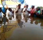 Khandwa: Activists continue protest over dam water level in Madhya Pradesh