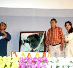 Kolkata: Sharmila Tagore, Soumitra Chatterjee pay tribute to  Satyajit Ray