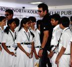 Kolkata: Formar Pakistani cricketer Wasim Akram at a school