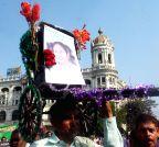 Kolkata: Bengal Rickshaw Union stands in support of Mamata Banerjee