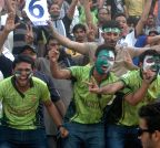 PAKISTAN-LAHORE-CRICKET-FANS