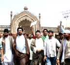 Lucknow: Muslims demonstrate against UP Govt.