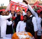 Lucknow: Samajwadi Party workers in a festive mood on the eve of party chief's birthday