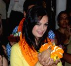 Mumbai: Mahaakshay aka Mimoh and Evelyn Sharma snapped at Siddhivinayak Temple