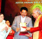 Mumbai: Maharashtra Governor presents  Aditya Vikram Birla Kala Shikhar Award to Birju Maharaj