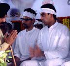 Mumbai: Priya Dutt, M.S. Bitta pay last respect to Murli Deora